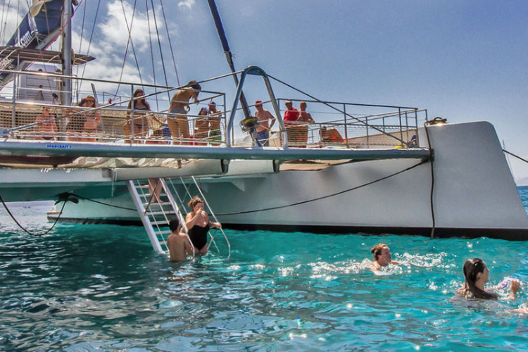 Papagayo catamaran 10